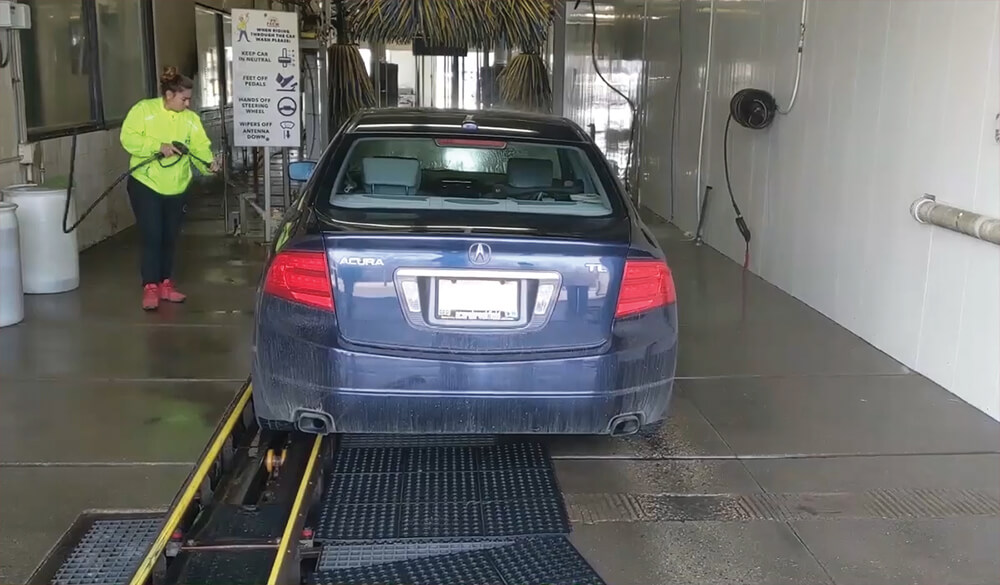 Full service car wash with towel dry in Milwaukee, WI